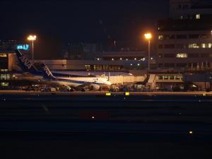 夜のターミナル@大阪国際空港
