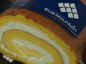 金の卵のスフレロールケーキ
