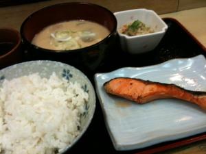 焼鮭と粕汁@七三一