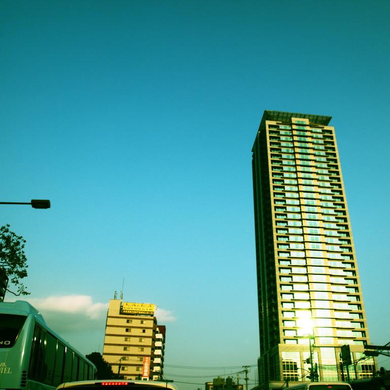 空とマンション